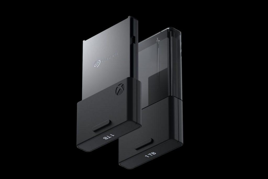 Dva šedivé pamětové disky k Xboxu.